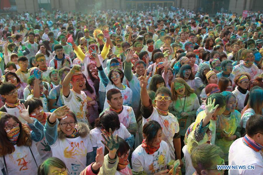 Runners take part in color run in China's Dalian