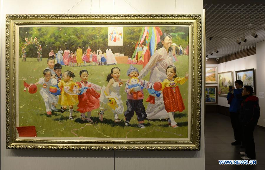About 60 pieces of paintings were on display.