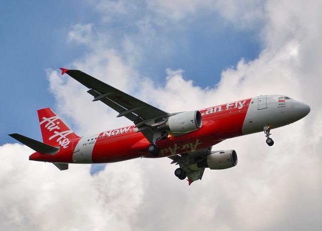 亚航一架从印度尼西亚飞往新加坡的客机失联