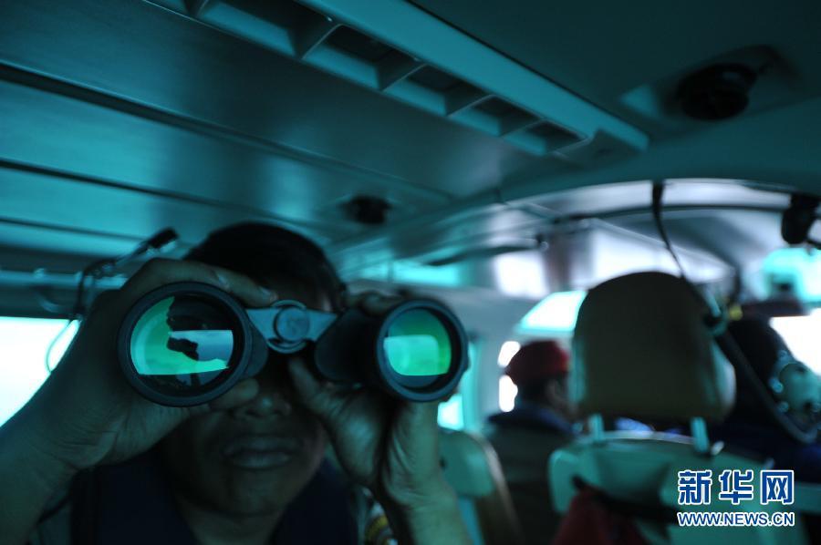 印尼空警在勿里洞岛附近海域搜寻失联航班
