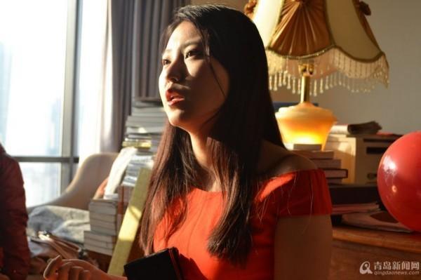 青岛21岁美女老板奖员工4辆宝马