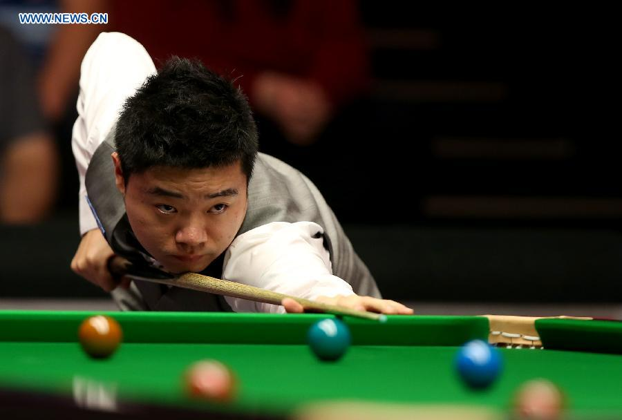 Ding Junhui of China competes during the 2015 Snooker Masters first round match against Joe Perry of England at Alexandra Palace in London, Great Britain, on Jan.14, 2015. Ding lost 3-6 and was unqualified for the second round. (Xinhua/Han Yan)