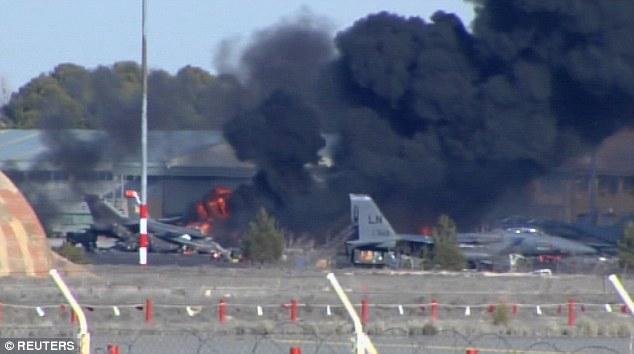 希腊空军F16坠机致十数人死亡