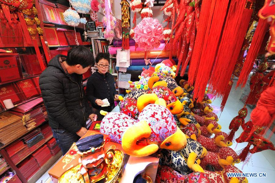 People select ornaments at a shopping mall in Yinchuan, capital of northwest China's Ningxia Hui Autonomous Region, Feb. 2, 2015.