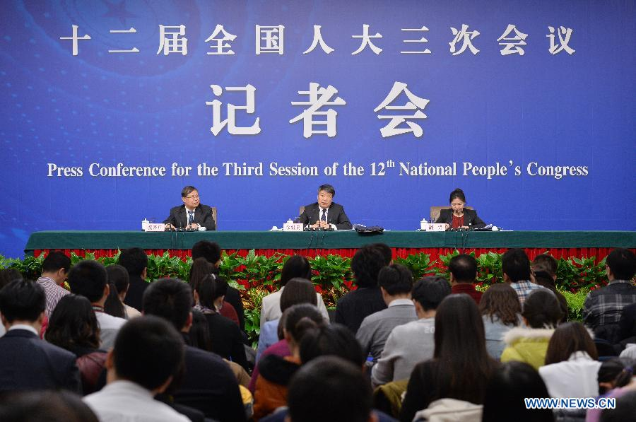 Xu Shaoshi (C back), head of China's National Development and Reform Commission, gives a press conference for the third session of China's 12th National People's Congress (NPC) on the economic situation and macro-economic control in Beijing, capital of China, March 5, 2015. The third session of China's 12th NPC opened in Beijing on March 5. (Xinhua/Li Xin)