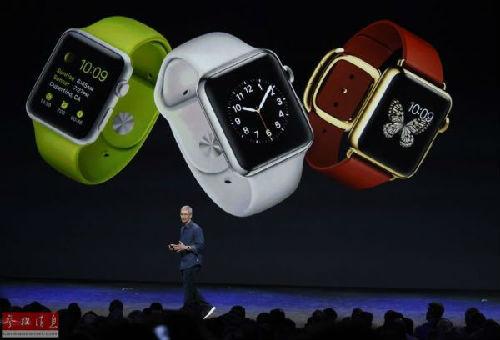 9月9日,在美国加利福尼亚州的丘珀蒂诺,苹果公司首席执行官蒂姆・库克介绍苹果手表。当日,美国苹果公司推出两款手机新产品,分别为iPhone