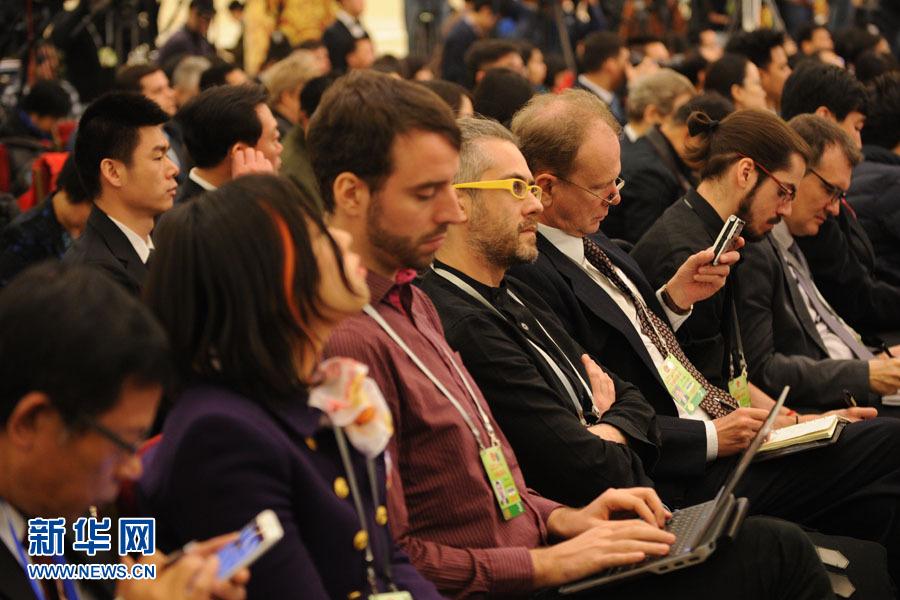 国务院总理李克强答中外记者问:现场外国记者