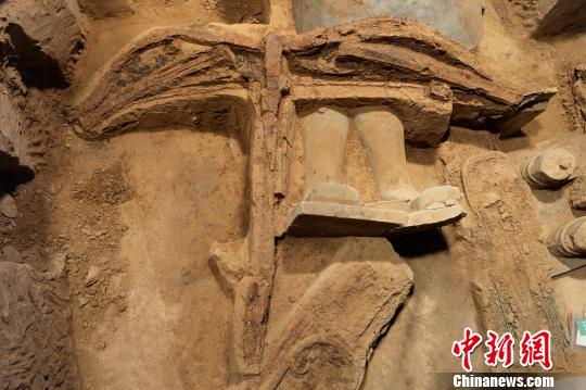 The most complete ancient crossbow unearthed with terracotta army
