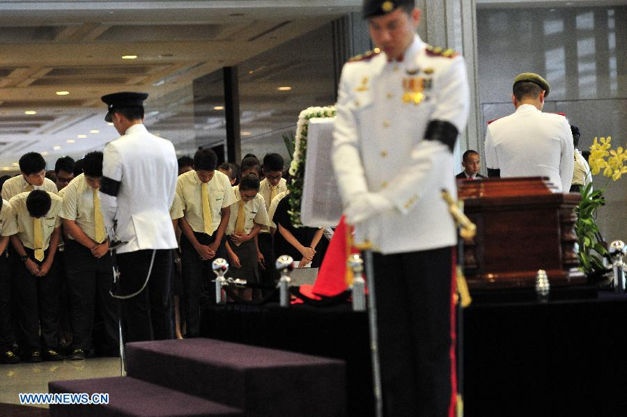 Lee Kuan Yew's casket transferred to Parliament House (2) - People's