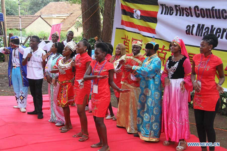 Local students sing Chinese songs during the first Confucius Institute Open Day at Makerere University in Kampala, Uganda, April 25, 2015.