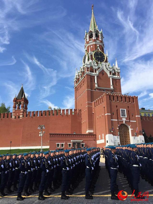 高清:俄罗斯红场阅兵各受阅方队严阵以待