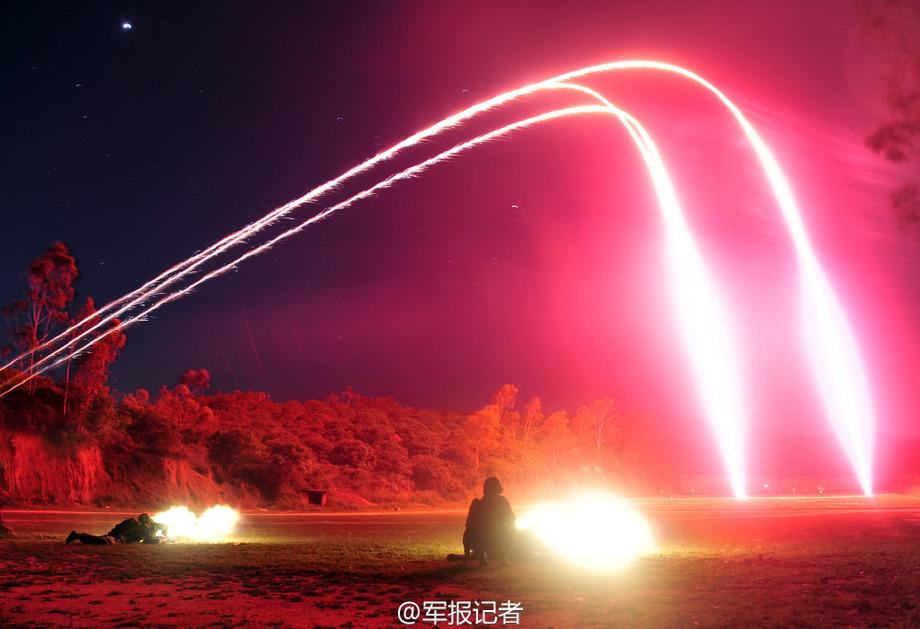实拍解放军陆军夜间实弹射击【3】