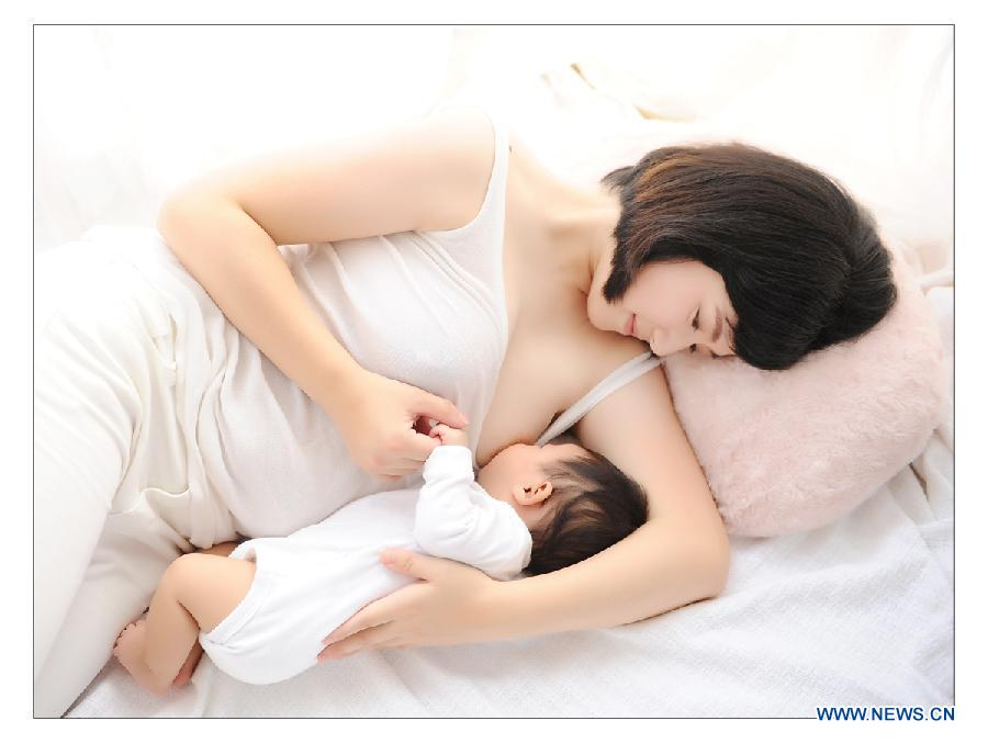 Photo provided by La Leche League-China shows a mother breastfeeding her child. May 20 is China's National Breastfeeding Awareness Day. As the pronounciation of '520' is close to 'I Love You,' many mothers feel meaningful to have their breastfeeding photos to make public. La Leche League-China, a branch of an international organization that provides mother-to-mother support, information and encouragment for breastfeeding, has collected art photos of breastfeeding mothers for three consecutive years. (Xinhua/La Leche League-China)