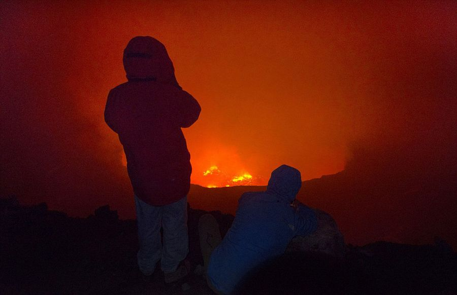 意大利学者火山口实拍岩浆翻滚壮景【3】