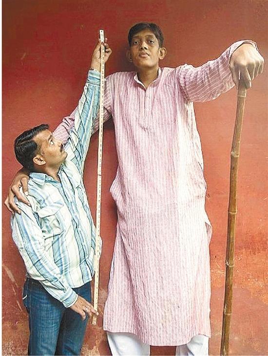 印度2.47米巨人研究生学历找不到工作