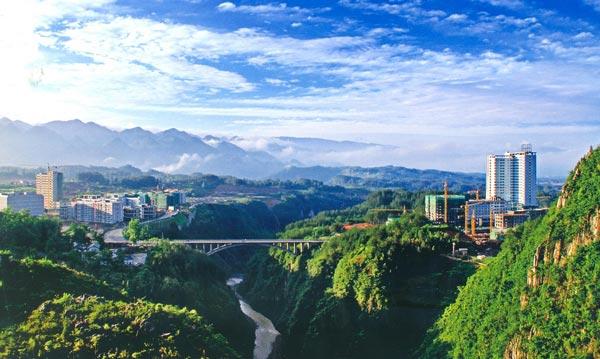 Canyon running through the city in Chongqing