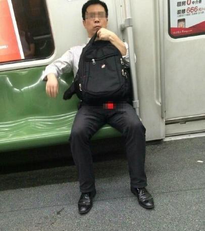 """在地铁上的""""射狼"""""""