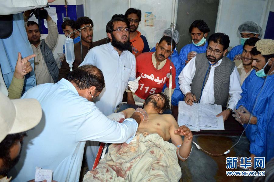 巴基斯坦两辆长途客车遭劫持高清图片
