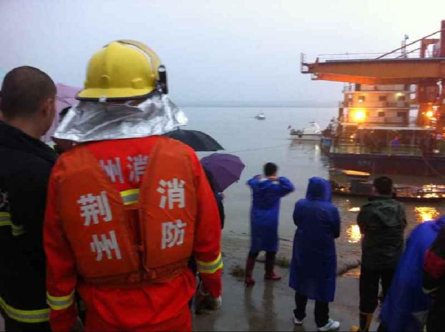 (突发事件)一载有458人的客轮在长江湖北段倾覆