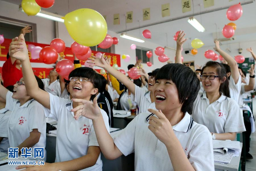 (教育)(1)高考7日开考 942万人报名