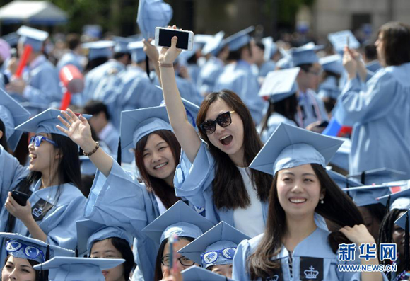Students from China attend the graduation ceremony at Columbia University in the United States on May 20, 2015. It was the university's 261st graduation ceremony. Approximately 15,000 graduates attended the ceremony, including nearly 600 from China. [Photo/Xinhua]