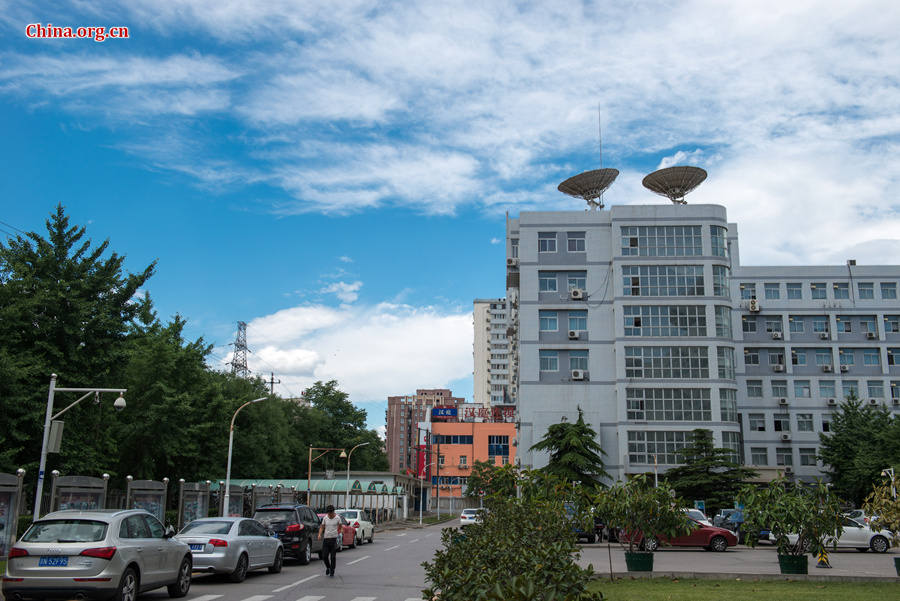 The sky above Capital Normal University in downtown Beijing is a crystal-clear blue on Thursday, June 11, 2015, after days of thunderstorms. Sunshine piercing through the white clouds brings a summery look to everything in the city below. [Photo by Chen Boyuan / China.org.cn]