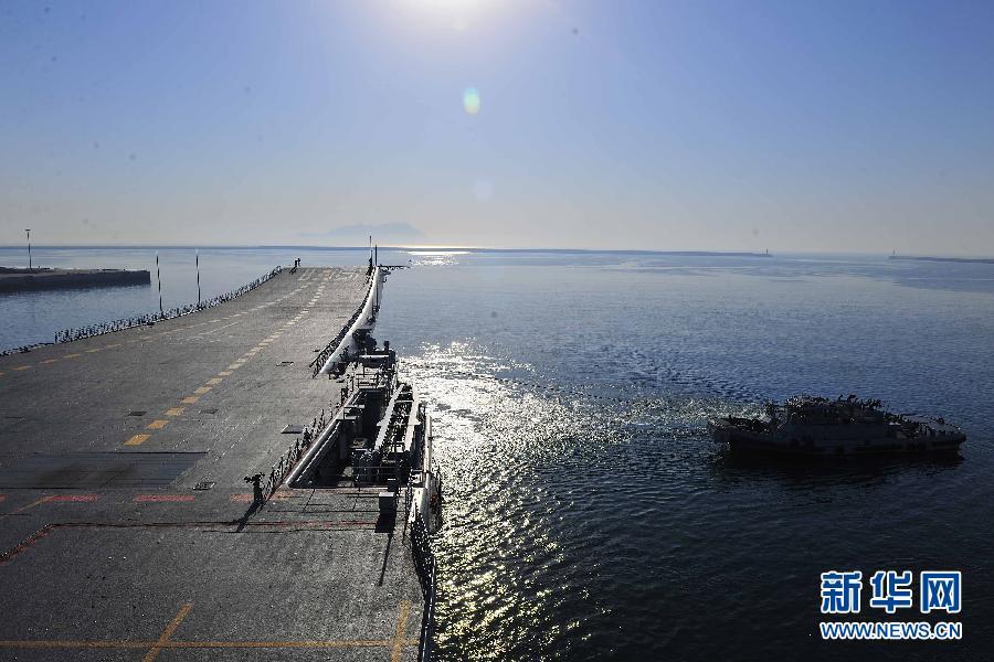 (图文互动)(2)辽宁舰出海进行例行训练和试验