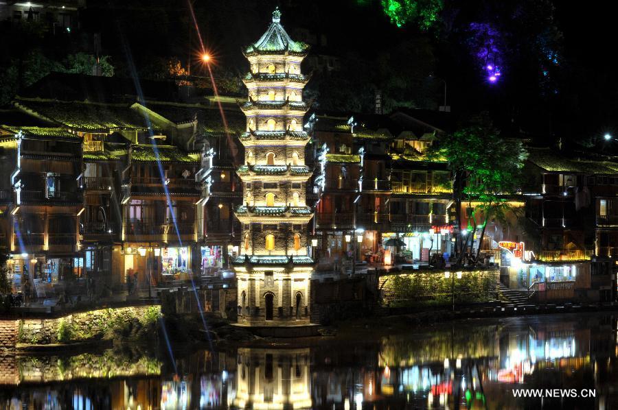 CHINA-HUNAN-FENGHUANG-NIGHT VIEW (CN)