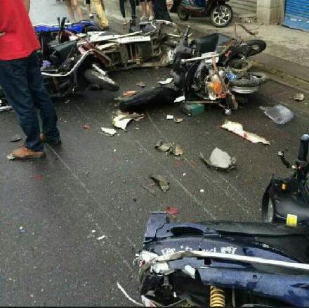 无锡一辆轿车撞倒带倒多辆电动车致5死10伤(图)