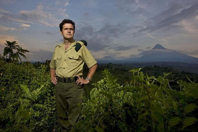 组图:比利时王子为保护大猩猩与偷猎者火拼