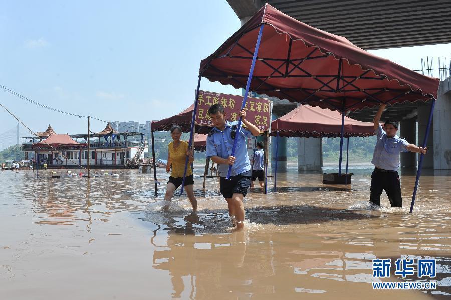 (生态)(3)洪峰过境 重庆磁器口临江商铺紧急撤离