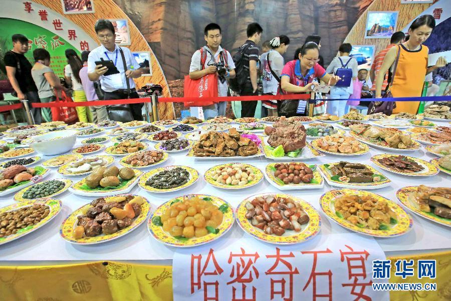 """#(社会)(1)新疆哈密""""奇石宴""""北京上桌"""