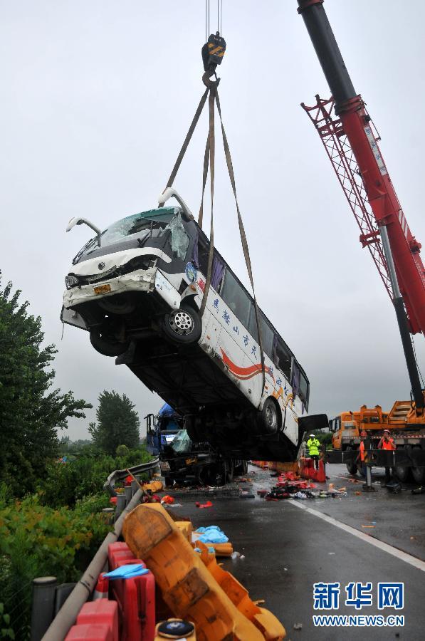 #(突发事件)(4)安徽芜湖境内发生客货相撞事故 已致10人遇难多人受伤