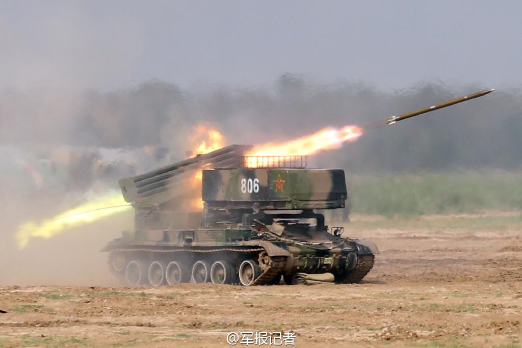 高清:直击我军炮兵团实弹射击现场 火光震天