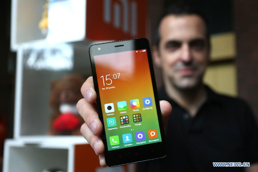 Xiaomi International Vice President Hugo Barra shows 'Redmi 2' after the launch ceremony of Chinese smartphone manufacturer Xiaomi's operation in Brazil, in Sao Paulo June 30, 2015.