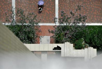 3岁女童随家人看新房 从18楼坠下4楼平台身亡