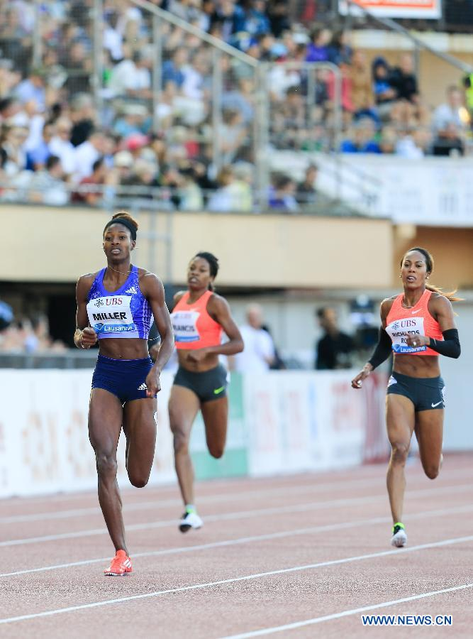 Shaunae Miller (1st L) of Bahamas competes during the women's 400m race at the 2015 IAAF Diamond League Athletics in Lausanne, Switzerland, on July 9, 2015. Miller claimed the title with 49.92 seconds.