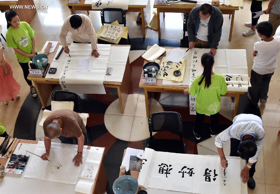 CHINA-YUNNAN-KUNMING-ARTISTS IN CAMPUS(CN)