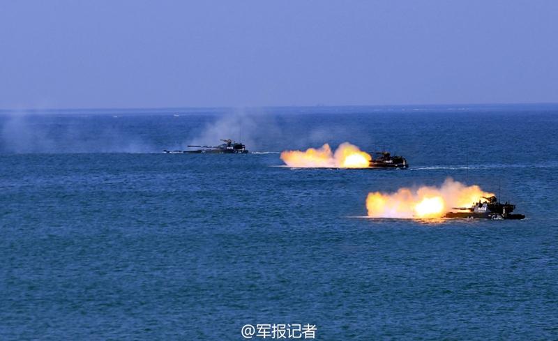 高清:实拍海军陆战队两栖突击车精确射击 炮弹裂空【2】