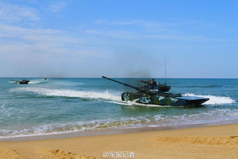 高清:实拍海军陆战队两栖突击车精确射击 炮弹裂空【5】