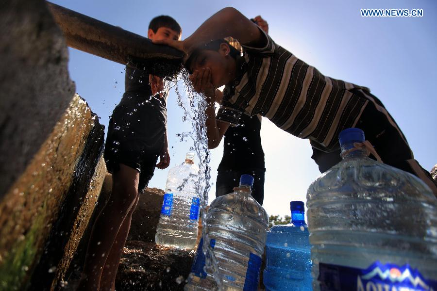 A major heatwave spreads throughout this area with temperatures hitting nearly 40 degrees Celsius.