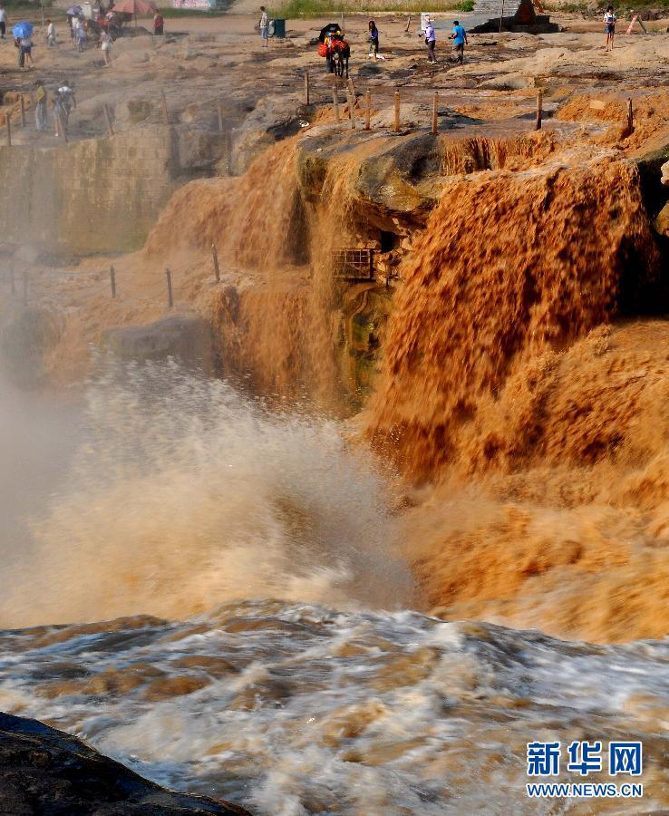 #(生态)(2)黄河壶口瀑布现半清半浊奇观