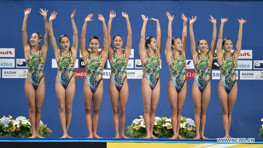 Team China gestures to spectators after the team free final of the synchonised swimming at the FINA World Championships in Kazan, Russia, July 30, 2015.