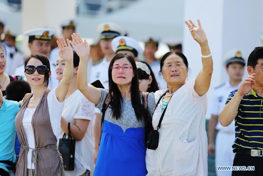 Family of crew members wave farewell at a naval port in Sanya, south China's Hainan Province, Agu. 4, 2015.