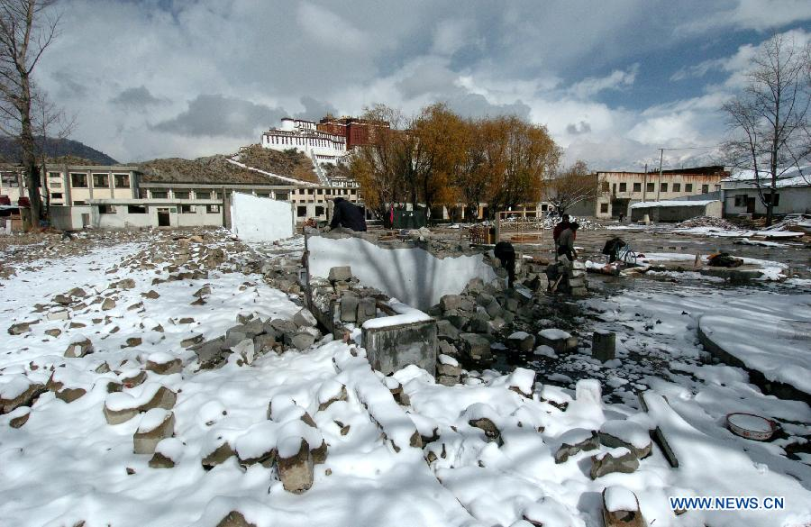 Photo taken on Nov. 24, 2004 shows the Potala Palace square under construction in Lhasa, capital of southwest China's Tibet Autonomous Region.