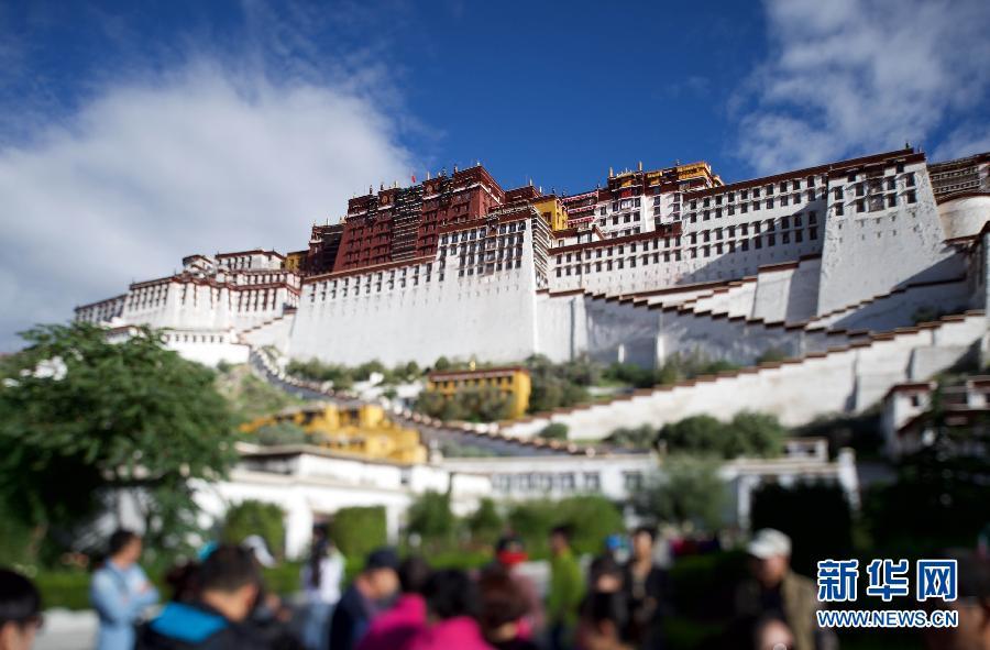 (西藏50年)(1)移轴镜头里的拉萨