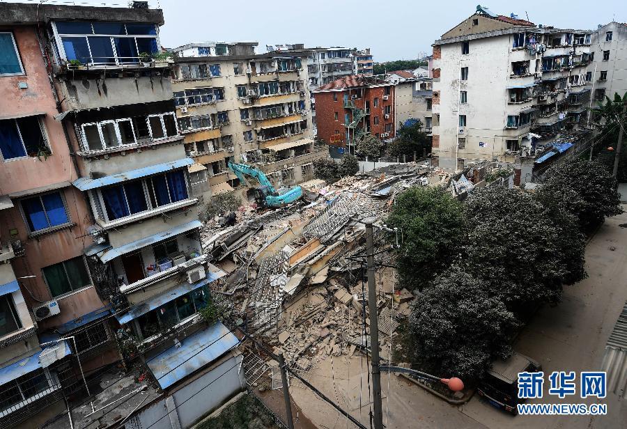 (突发事件)(1)浙江诸暨一6层居民楼倒塌 19户住户提前撤离逃过一劫