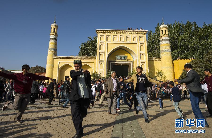 """(社会)(3)新疆穆斯林群众欢庆""""古尔邦节"""""""