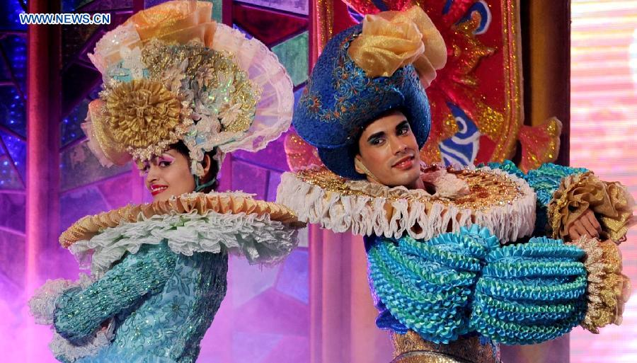 Cuban dancers Josh (R) and Sarah perform at the EcoTime World Theme Park in Harbin, capital of northeast China's Heilongjiang Province, Sept. 26, 2015.