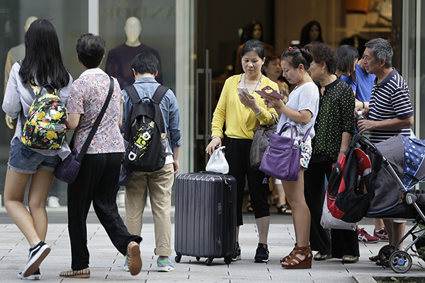 Watch your behavior overseas, Chinese tourists told